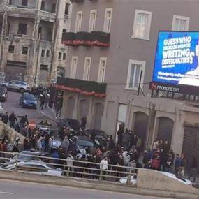 مواجهات بين القوى الأمنية ومجموعة من الخندق الغميق وسط بيروت