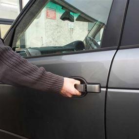 سرقوا 11 سيارة بمفتاح مستعار وباعوهم في بريتال