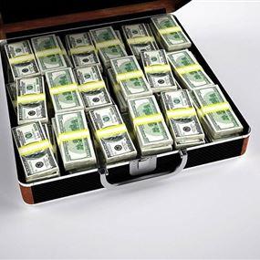 ربحت مليون دولار بعد تنظيفها حقيبة زوجها
