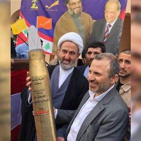 تعليق إسرائيلي على صورة باسيل مع صاروخ حزب الله