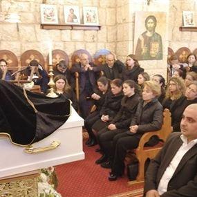 الكاهن اثناء جنازة جورج زريق: هالقد الكنيسة صارت عاطلة؟