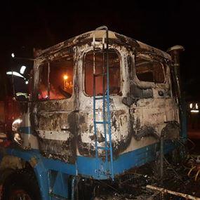 بالصور: حريق شاحنة في الدورة
