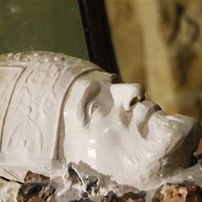 بالصور: نعش البطريرك صفير.. تحفة من خشب الزيتون