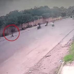 عملية أمنية لشعبة المعلومات في حي السلم (فيديو)