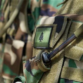 الجيش يوقف 5 أشخاص في قب الياس ويضبط أعتدة حربية