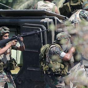 إشتباكات عنيفة بين الجيش ومطلوبين في الشراونة (فيديو)