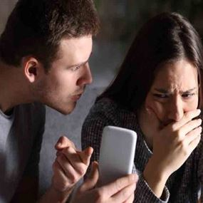 خطوات بسيطة تمكّنكم من اكتشاف أنّ هاتفكم مخترق