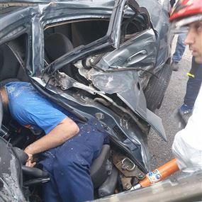 بالصور: جريح جراء حادث على اوتوستراد الدورة