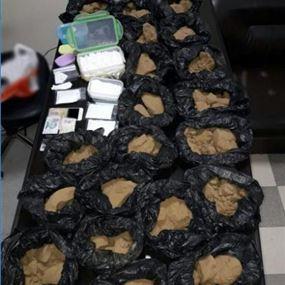 بالصورة: في ساحل علما يروّج المخدّرات.. وهذا ما عُثر عليه!