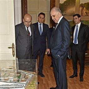 وزير الداخلية محمد فهمي فاجأ الضباط والموظفين بجولة صباحية