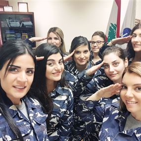 تحية عسكرية الى أمهات لبنان..