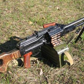 العثور على طلقات ماغ وخوذتين عسكريتين