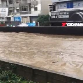 الأمطار أغرقت الطرقات بالمياه... مجدداً (فيديوهات)