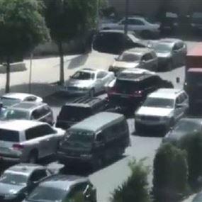 بالفيديو: موكب يدخل الى مرفأ بيروت عكس السّير!