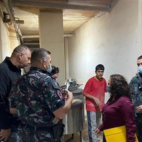 مداهمة معمل غير مرخص لتصنيع الحلويات وخبز المرقوق في بيروت