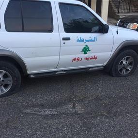 مزّق إطارات سيارة البلدية!