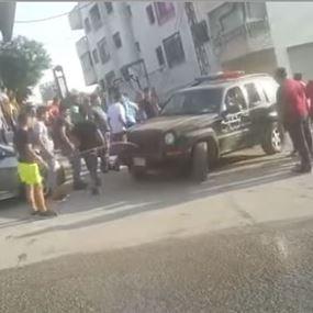 بالفيديو: الإعتداء على شرطة بلدية الجديدة في الرويسات
