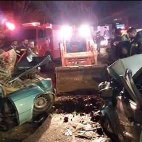 على خلفية حادث سير.. وقوع اصابات وتكسير واجهات المستشفى