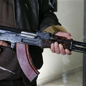 سائقون سوريون يطلقون النار على سائق لبناني ويضربون آخر
