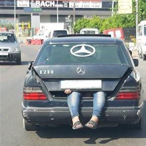 وضعوه في صندوق السيارة!