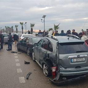 سيّارة تجتاحُ 3 سيارات عند الكورنيش البحري...