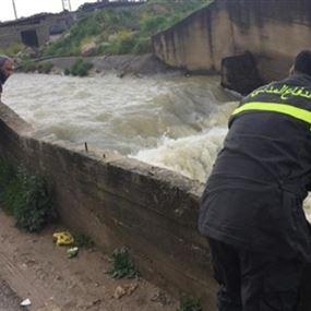 سقوط فتاة في مجرى نهر البردوني