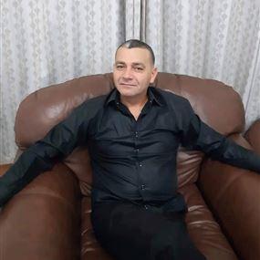 مشهور تعرّض للضرب بآلات حادة في مكتبه وقُتل