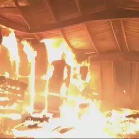 بالفيديو: رادار سكوب يدخل موقع الحريق في معمل حواط للأخشاب
