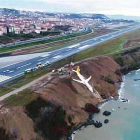 بالفيديو والصور.. نجاة 162 راكباً من كارثة جويّة في تركيا