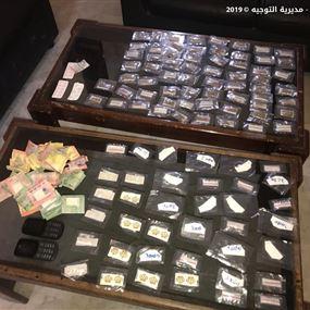 توقيف أشخاص يتاجرون بالمخدرات ويروجون عملة مزورة