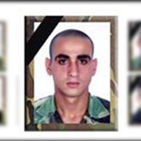 بالصورة: هذا ما فعلوه بقبر الشهيد في الجيش اللبناني