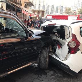 بالصور: مصابتان في حادث سير بين خمس سيارات في الحدت