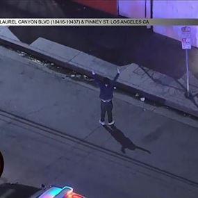 بالفيديو.. رقص الهيب هوب أثناء محاولة الشرطة إلقاء القبض عليه