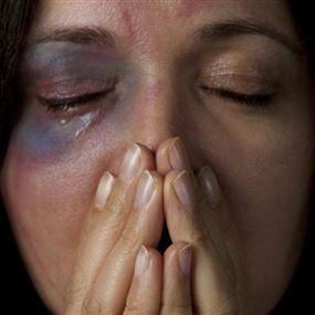 آثار العنف ضدّ المرأة.. معاناة مريرة!