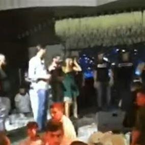 تضارب وتكسير خلال حفل وديع الشيخ (فيديو)