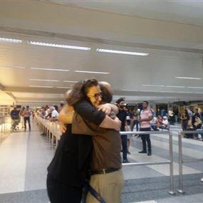 منى المذبوح وصلت إلى بيروت بعد الافراج عنها في مصر