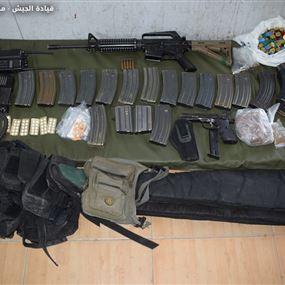 توقيف شخصَيْن في دير الأحمر وضبط اسلحة ومخدرات
