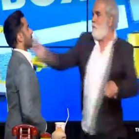 بالفيديو: رفيق علي احمد يصفع بيار الرباط على الهواء مباشرة!