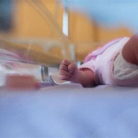 الطفلة نور وُلدت واحتُجزت في المستشفى.. بسبب الفاتورة!