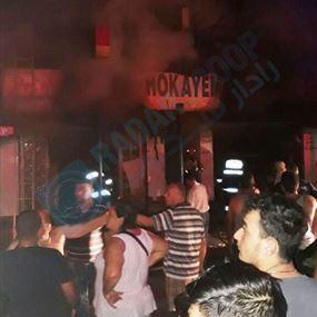 بالفيديو والصور.. حريق فجراً في أحد المباني السكنية في النبعة