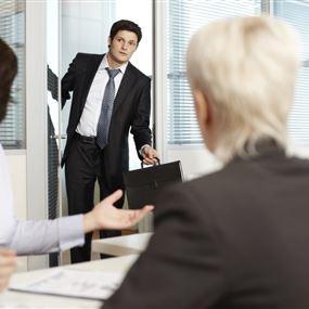 تخيّل أنك تعمل في شركة تحدد أنت فيها زيادة راتبك الشهري!