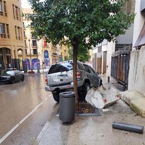 مصاب جراء انزلاق سيارته في وسط بيروت