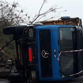 انزلاق شاحنة على اوتوستراد العقيبة بسبب الطقس