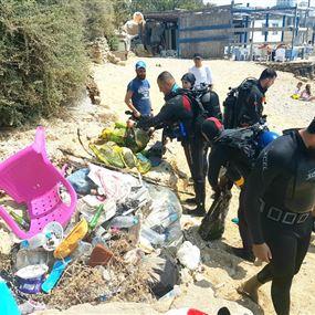 وحدات من الجيش شاركت في حملة تنظيف الشاطئ اللبناني