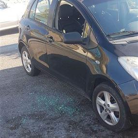 في عمشيت.. كسروا زجاج سيارتها وسرقوا محتوياتها