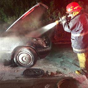 اخماد حريق داخل سيارة في ذوق مكايل