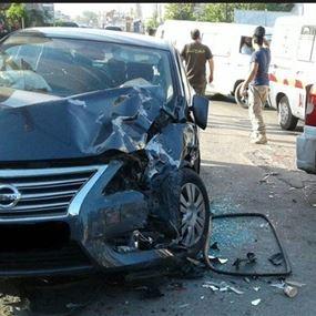 جريحان في حادث سير على طريق عام الغينة