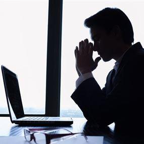 رجل أعمال قرر نقل عمله الى خارج لبنان بسبب ضعف الانترنت!