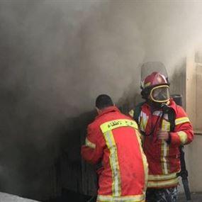 بالصور:  حريق كبير بمستودع للأدوات المنزلية في بيروت