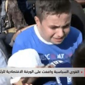 طفل يبكي وجعاً: بَيي صرلو 3 سنين متوفي وإمي بتقبض 600 الف!